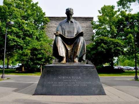 Niagara Tesla Statue