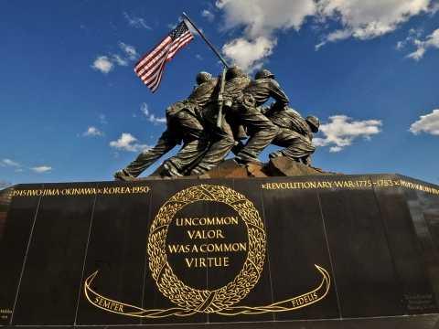 U.S. Marine Corps War Memorial (Iwo Jima Statue)