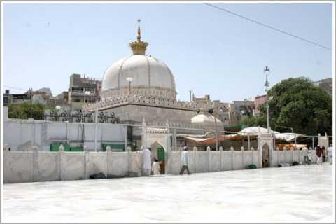 Hazrat Khwaja Muinuddin Chishti (Ajmer Dargah)