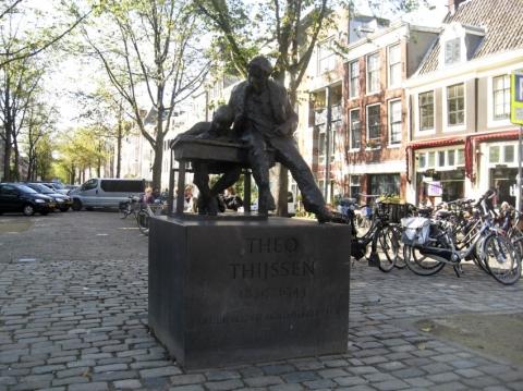 Theo Thijssen Statue