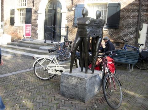 Jordaan Riot Statue